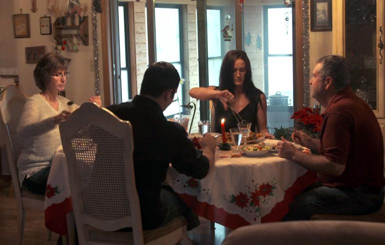 Family_at_Chrsitmas_Dinner