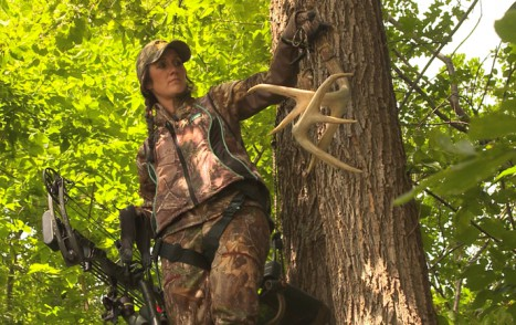 Treestand_with_rattling_antlers