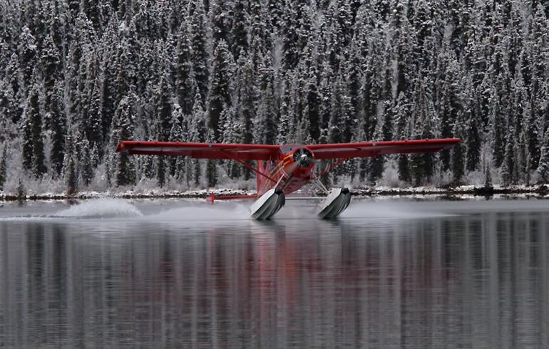 Float_plane_landing_in_snowy_water
