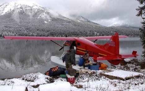 unlaoding_float_plane