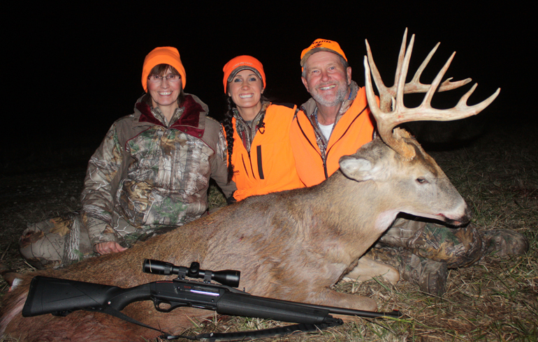 Mom_dad_and_melissa_with_dads_buck_5KAx91G